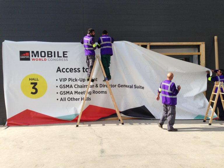 3 MWC entrance to Fira Barcelona wood frame with printed banner